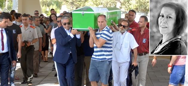 Akıncı cenazeyi  omzunda taşıdı