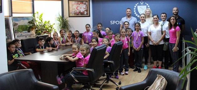 Cahitoğlu cimnastikçilerle görüştü