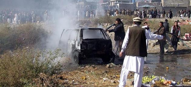 Pakistan'da 2 bombalı saldırı