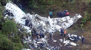 Futbolcuları taşıyan uçak düştü