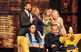 """"""" İkinci Caddenin Mahkûmu"""" adlı tiyatro oyunu Çatalköy'de sahnelendi"""