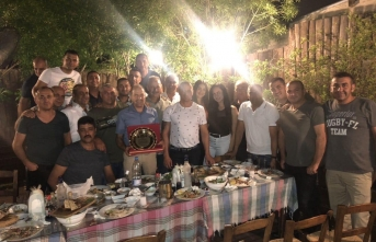 Demirhan Polis Çavuşu İsmet Oktaçlı'nın emekliye ayrılması dolayısıyla arkadaşları veda yemeği düzenledi