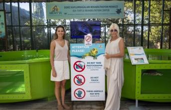 Ajda Pekkan, Meritta Deniz Kaplumbağaları Rehabilitasyon Merkezi hakkında bilgi aldı