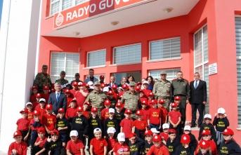 Tuğgeneral Altan Er ve Şht. Tuncer İlkokulu öğrencileri Radyo Güven'i ziyaret etti