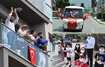 Girne'de 23 nisan coşkusu evlere taşındı