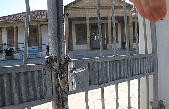 Güney Kıbrıs'ta hükümet zorda