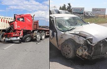 İki TIR, bir kamyon ve salon araç çarpıştı