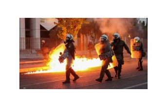 Yunanistan'da eylemcilerle polis çatıştı