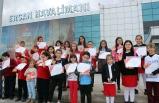 """""""Havalimanı"""" ve """"Havacılık"""" konulu resim yarışmasında dereceye giren öğrencilerie ödülleri verildi"""