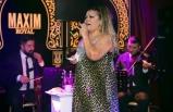 Maxim Royal'de sahne alan ünlü sanatçı Kibariye, şarkıları ve esprileri ile büyük beğeni kazandı