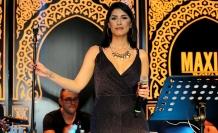 Maxim Royal'de sahne alan Gökçe Kırgız, konuklara muhteşem bir konser verdi