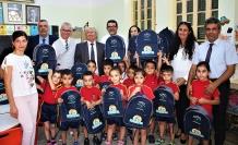 """4 ve 5 yaş grubu öğrenciler için hazırlanan """"okul etkinlik çantasının"""" dağıtımına Bakan Özyiğit de katıldı"""