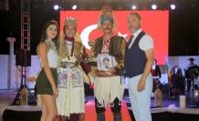 İskele'de geleneksel kostüm defilesi ve festival güzeli seçimi gerçekleştirildi