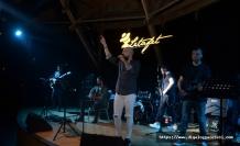 Letafet'te Ahmet Evan'ı dinlemeye giden Eser Yananlar, alkışlar eşliğinde sevilen şarkısını söyledi