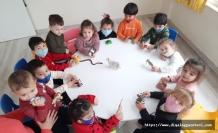 Arı Kovanı Kreş ve Anaokulu bünyesinde eğitim gören minikler hem eğleniyor hem de öğreniyor