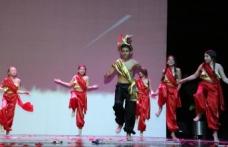 The International Prep School'un yıl sonu gösterisi, ayakta alkışlandı