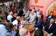 Cumhurbaşkanı Erdoğan'ın talimatıyla 'Muharrem Ayı' dolayısıyla Türkiye'nin 13 ilinde vatandaşlara aşure ikram edildi
