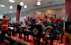Akıncı çifti Scots Guard Bandosu'nun, İki Toplumlu Kıbrıs Oda Orkestrası ile verdiği konseri izledi