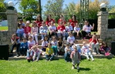 Merit Crystal Cove Hotel bahçesinde 23 Nisan dolayısıyla etkinlik düzenlendi