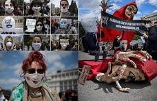 Yunanistan'da iş yapamaz hale gelen sanatçılar Coronavirüs protestosu düzenledi