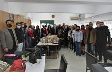Karavezirler, belediye sınırları içinde yer alan okul ve köy kadın kurslarını ziyaret etti