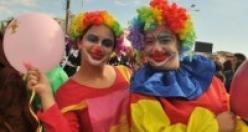 Karnaval havasında geçti