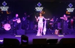 Göksel, en özel şarkılarını Merit Park Hotel'de hayranları için seslendirdi