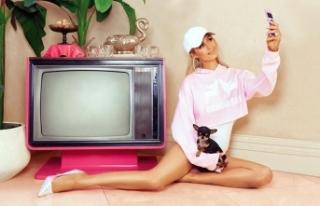 Paris Hilton, yeni koleksiyonuyla 2000'li yıllara...