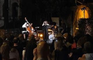 Rüya Taner, Roma'daki konserinde Türk klasik müziğinden...