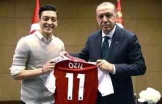 Almanya Futbol Federasyonu Başkanı'ndan Özil...