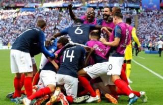 Fransa ile Uruguay finale Messi ve Ronaldo eve