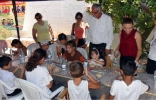 Girne Belediyesinin etkinliğinde çocuk yogası ve...