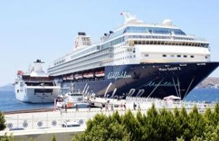 İki kruvaziyer, Bodrum'a 2 bin 341 turist getirdi