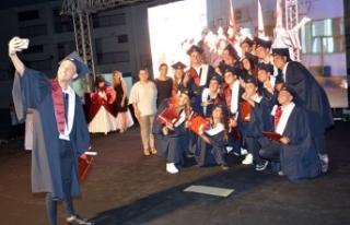 Yakın Doğu Kolejinin mezuniyet töreni gerçekleştirildi