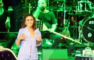 Yıldız Tilbe'yi Harbiye'deki ilk konserinde...
