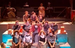 Hayalet Kumpanya'nın prömiyeri, Tiyatro Festivali'nin...