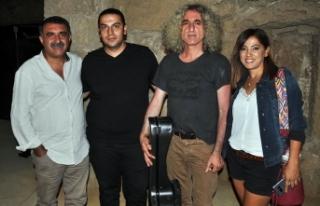 Mağusa Festivali'nde, usta sanatçılar Erdal Erzincan...