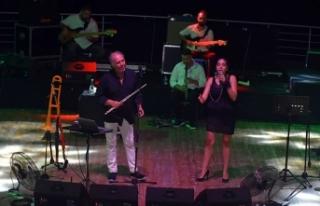 Girne Amfi Tiyatro'da sahne alan Fatih Erkoç sevilen...