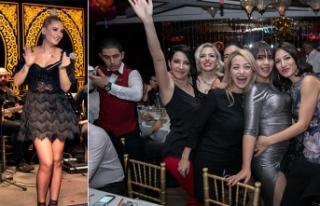 Maxim Royal'de, yine kahkaha, dans ve müzik dolu...
