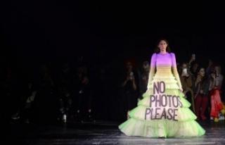Ünlü marka Viktor & Rolf, Paris Moda Haftası'ndaki...