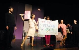 Mask-Kara Tiyatrosu'nun oyunu Girne'de sahnelendi