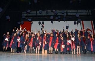 Fen-Edebiyat Fakültesi'nden mezun olan öğrenciler...
