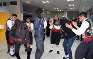 """LAÜ'de oryantasyon haftası çerçevesinde """"Kıbrıs..."""