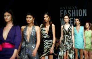Antalya'da moda rüzgarı esti