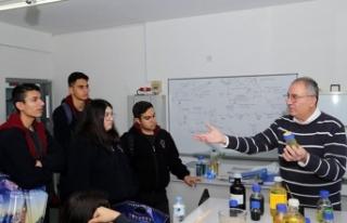 GAÜ'yü ziyaret eden Lapta Yavuzlar Lisesi öğrencileri...