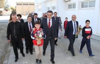 Başbakan Erhürman, Gönyeli İlkokulu'nda düzenlenen...