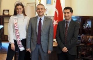İngiliz güzellik kraliçesi Alisha Cowie, Türkiye'nin...