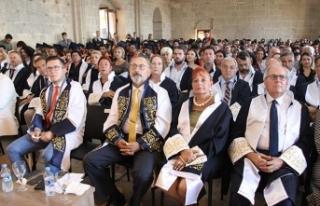 Kıbrıs İlim Üniversitesi 2018-2019 yılı mezunları...