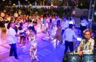 Merit Royal & Premium Hotel' de Ayhan Sicimoğlu...