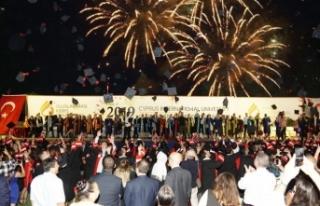 UKÜ'de, 52 farklı ülkeden bin 264 mezun diploma...